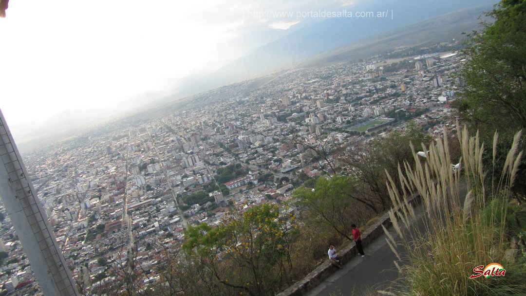 Imagen de la ciudad de Salta tomada desde el cerro San Bernardo.