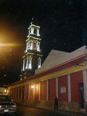 Foto del Campanario de la iglesia San Francisco desde calle Dean Funes, Salta.
