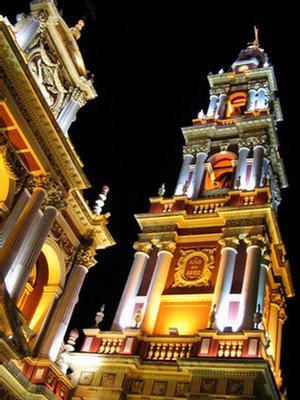 Foto de la Iglesia San Francisco iluminada, Salta.