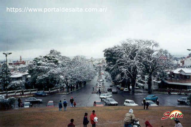 Foto de la ciudad de Salta vista desde el Monumento a Güemes.
