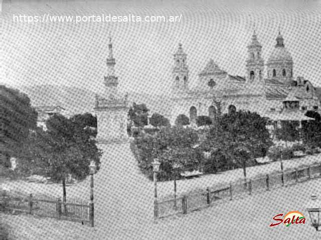 Foto de la Catedral junto a la Plaza 9 de Julio en 1.962.