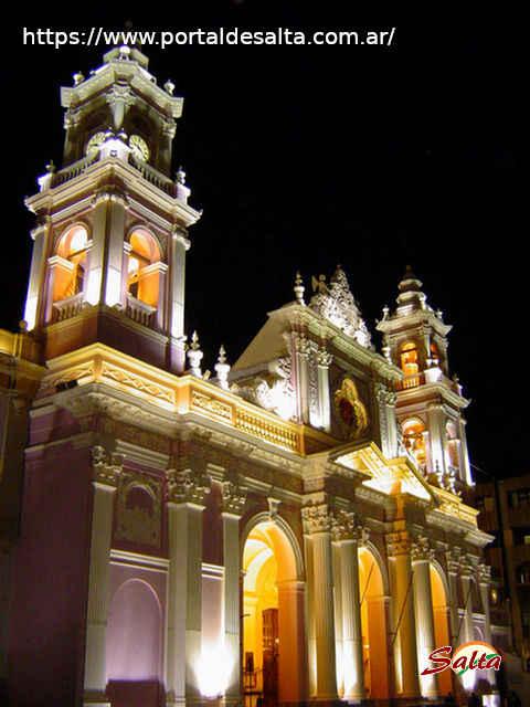 Foto de la Catedral con nueva iluminacion, Salta.
