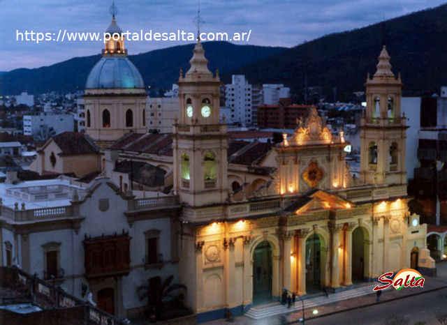 Foto de la Catedral tomada desde el museo, Salta.