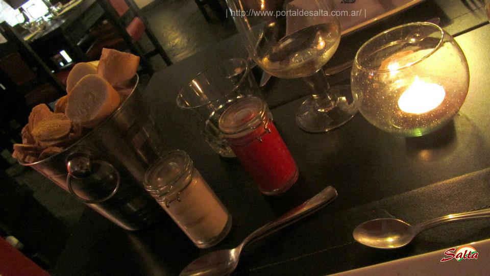 Foto de salsas de tomate y de ajo, Bartz Salta.